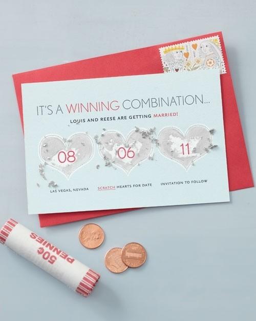 Tấm thiệp cưới mà khách mời sẽ phải cào nhẹ lớp phủ bạc mới thấy được ngày tổ chức hôn lễ của bạn